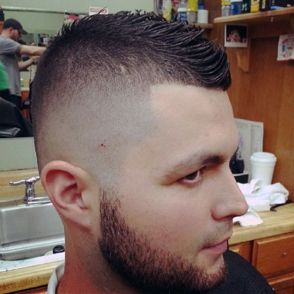 Bald-Fade-med-Beard-og-Fauxhawk