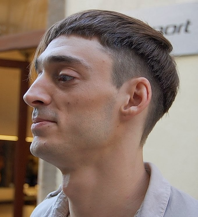 Bowl-Haircut-med-skaldet-fade