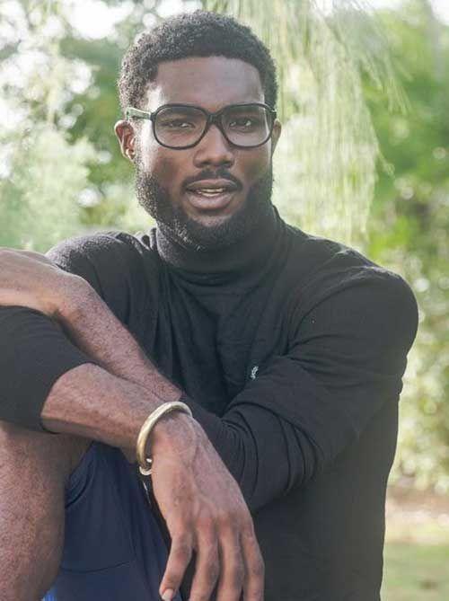 Frisurer-til-sorte-mænd-med-krøllet-hår