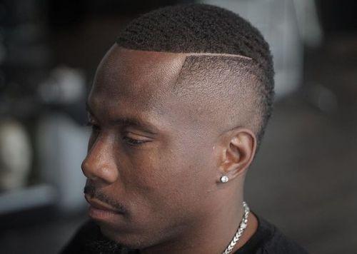 Frisurer-til-sorte-mænd-med-tilbagegående-hårlinier