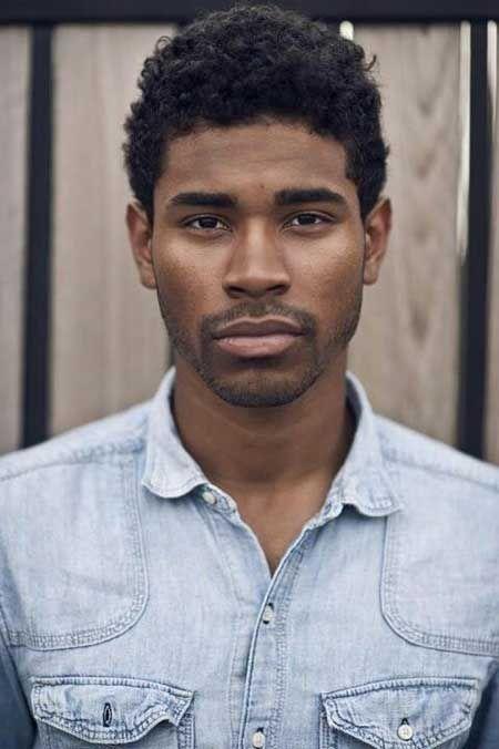 Korte-krøllede-frisurer-til-sorte-mænd