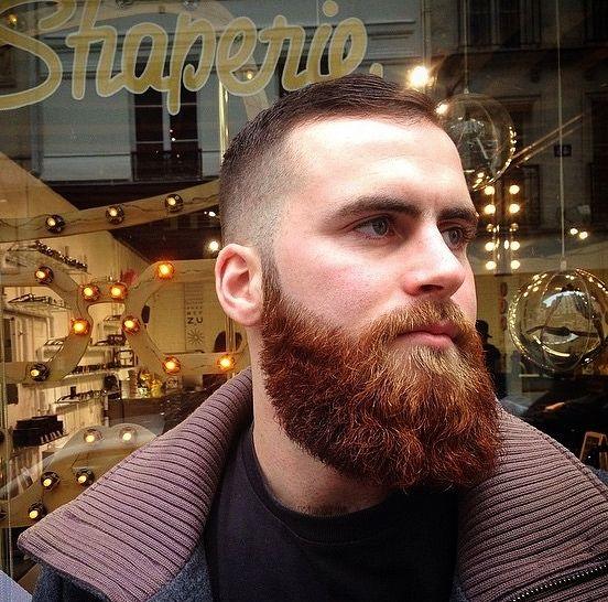 Pege-skæg-med-drop-down-overskæg