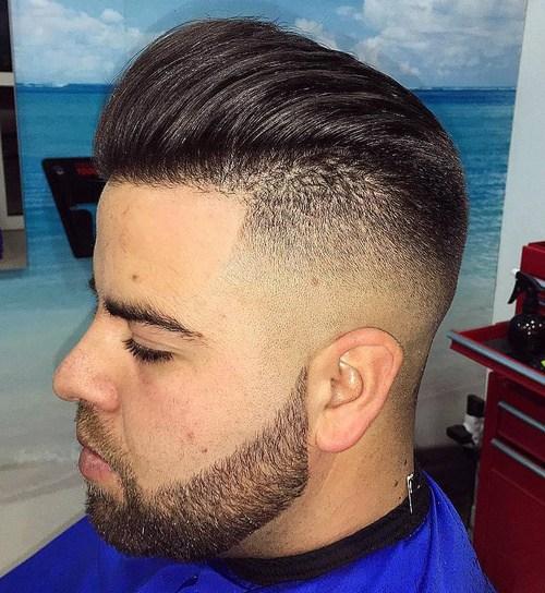 Korte frisør til mænd med barberede sider