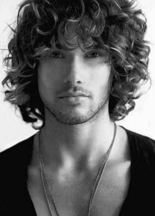 Lang krøllede frisurer til mænd