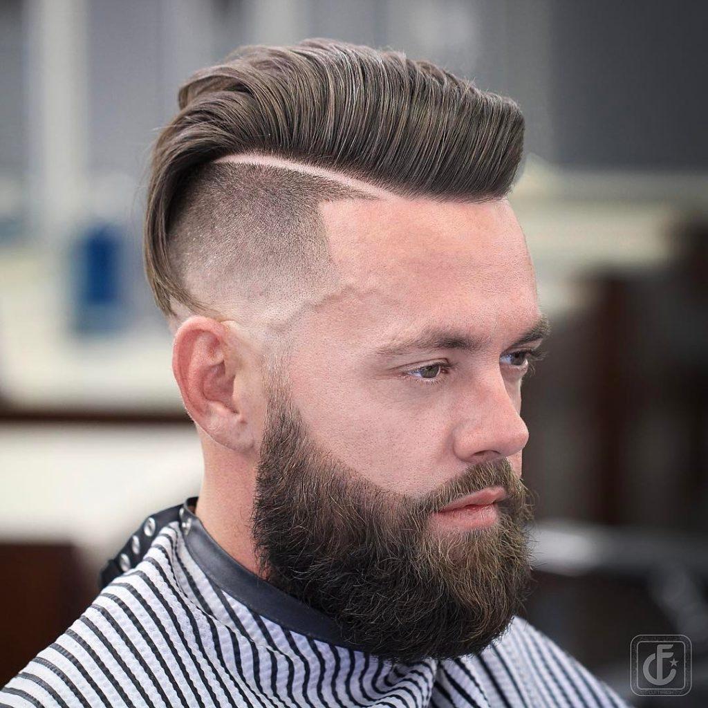Pompadour Haircut med overskæg