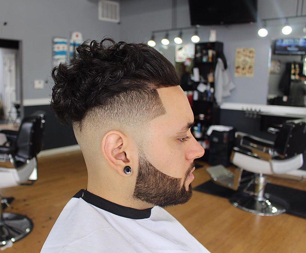Slick Back Curly Frisurer til mænd