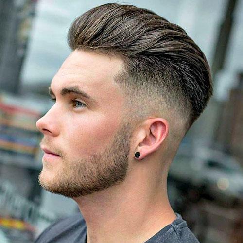 Ung mand Pompadour Haircut