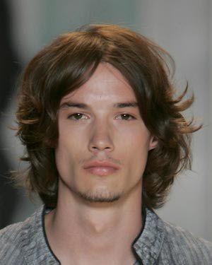 Frække-frisurer-til-mænd-med-bølget-hår