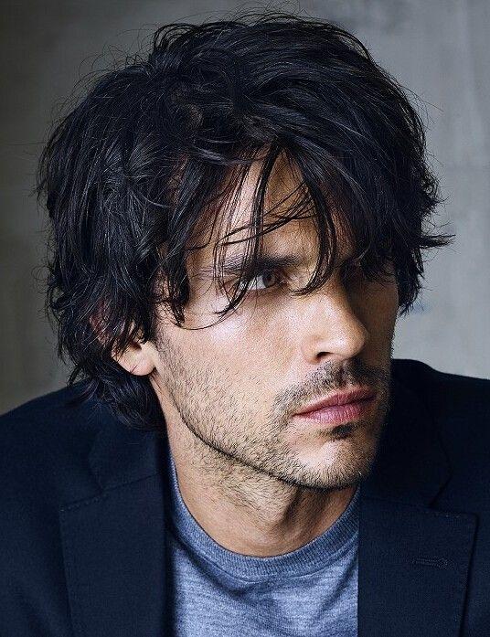 Rene-og-korte-frisurer-til-mænd-med-bølget-hår