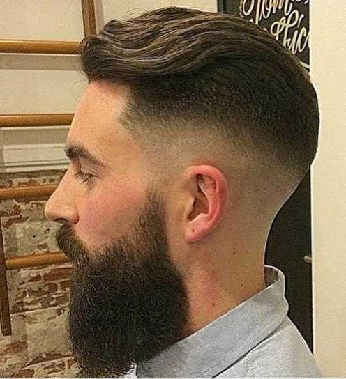 Side-del-frisurer-til-tykt-bølget-hår-mænd